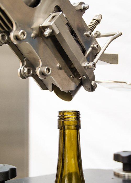 Máquina Taponadora Lineal Sistema por Robo 4