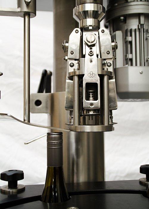 Máquina Taponadora Lineal Sistema por Robo 5