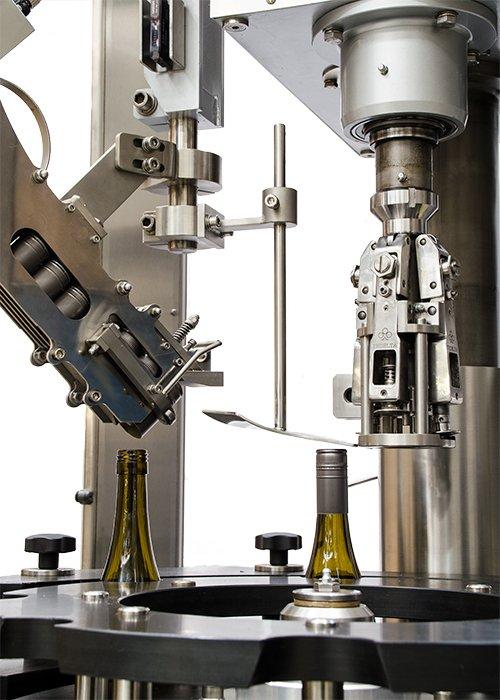Máquina Taponadora Lineal Sistema por Robo 7